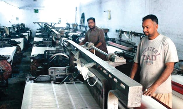 Power loom sector hit hard with the increasing yarn prices