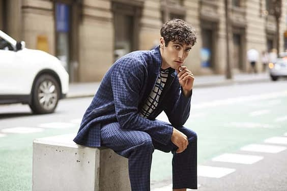 New interpretation of tailoring by using an innovative form of knitwear